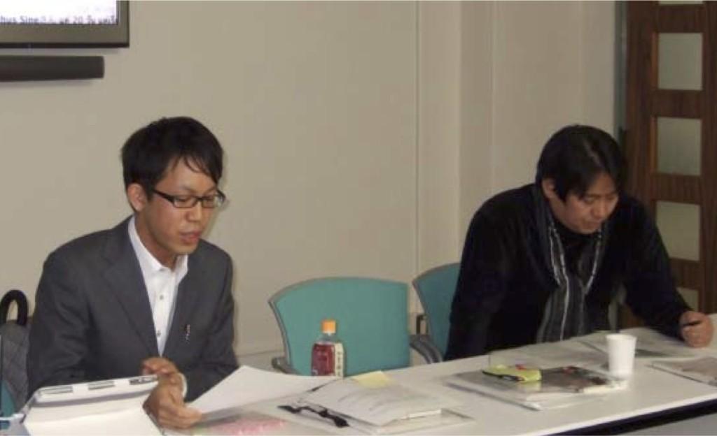 写真1:報告を行う福冨渉氏とコメンテイターの平松秀樹氏